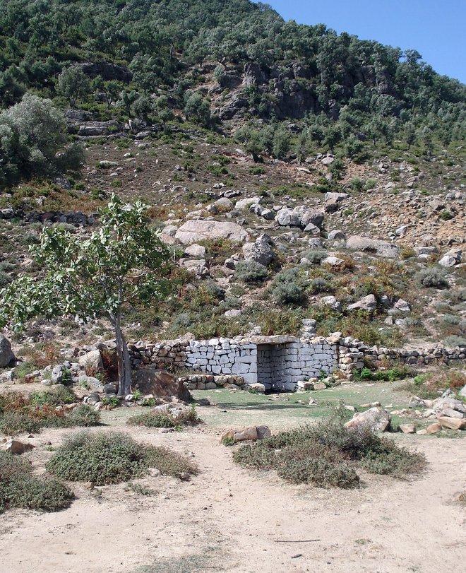 Jabal ´Alam - The well a the foot of the mountain where Sayyiduna Imam Abul Hasan washed before meeting Sayyiduna Ibn Mashish