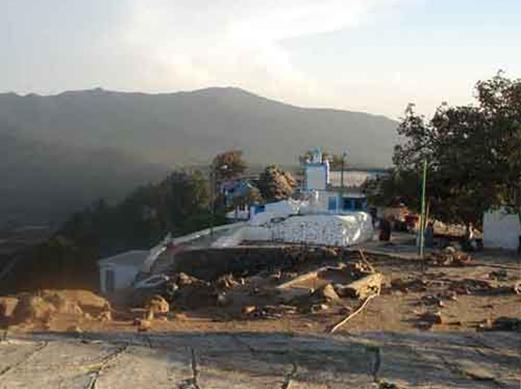 Jabal ´Alam maqam with mosque